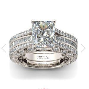 Jewelry - Brand new Jeulia Ring.